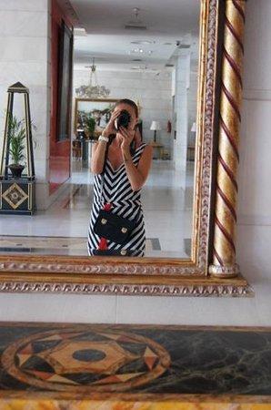 Guadalpin Suites: холл