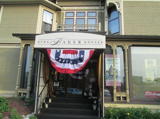 Baker House: Dining Room Entrance