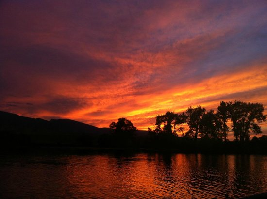 Eatons' Ranch: Sunset over the fill lake