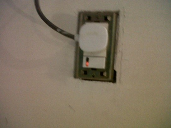 Hotel Taj Heritage: AC Plug without cover