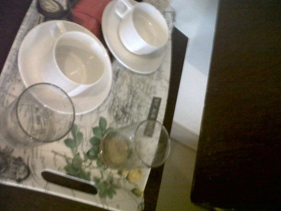 Hotel Taj Heritage: Dirty Cups, and Glass's