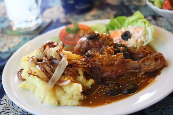 Mangoes: Today's special: Chicken Cacciatore with Mash.