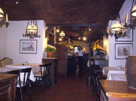 Brodersen Hamburg wiener schnitzel mit bratkartoffeln pfifferlinge mit rührei