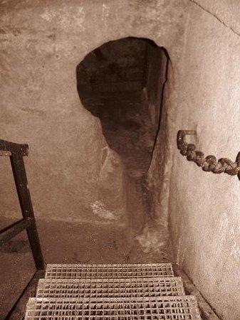 Plzen Historical Underground: keyshaped tunnelentrance