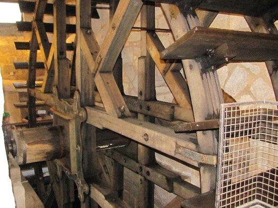 Plzen Historical Underground: waterwheel detail
