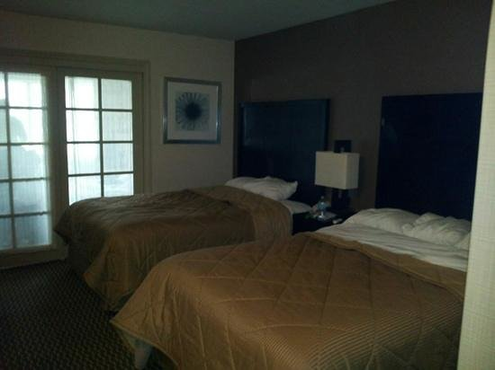 Comfort Inn & Suites Zoo / SeaWorld Area: Dbl bed kids suite wth separate room wth sofabed