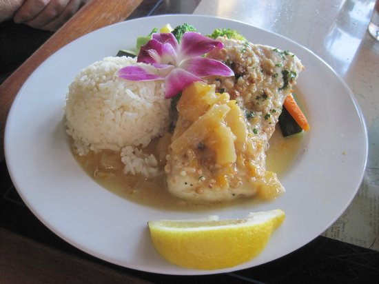 Santa Barbara FisHouse: Macadamia Nut Crusted Halibut