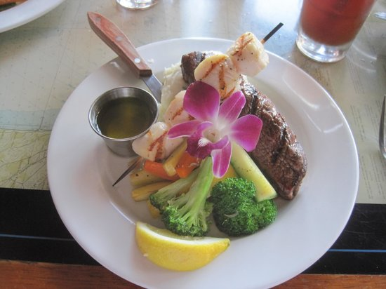 Santa Barbara FisHouse: Top Sirloin & Grilled Scallops