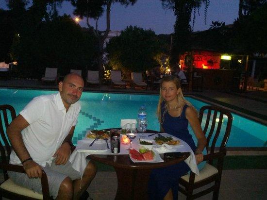 Club Antiphellos: Havuzbaşı yemek