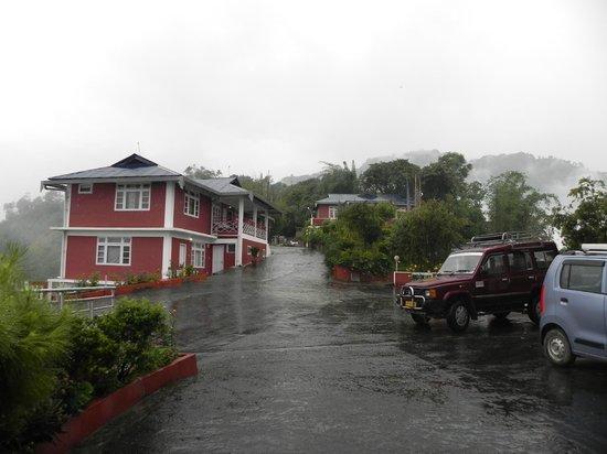 Tashigang Resort : Cottages from Hotel