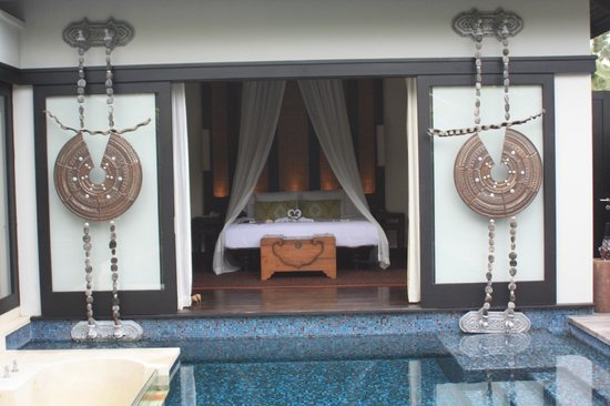 Anantara Mai Khao Phuket Villas: View of the bedroom, opening to the private pool