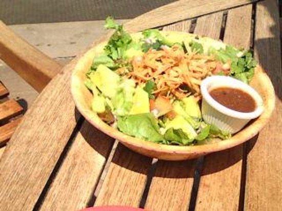 Boat Landing Cantina: ボリューム満点のサラダ!
