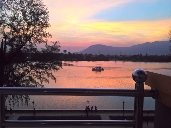 Kampot Riverside Hotel: Sunset from 3rd Floor