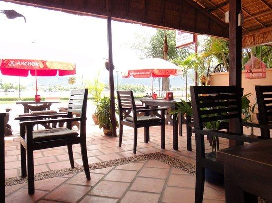 Kampot Riverside Hotel: Cocktail Bar & Terrace