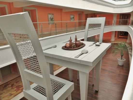 Iberostar Grand Hotel Bavaro: Kunst im Innenhof