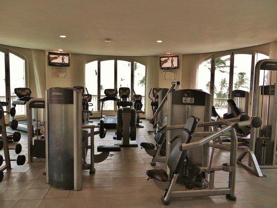 Iberostar Grand Hotel Bavaro: Fitness im 3.Stock mit Aussicht auf das Meer