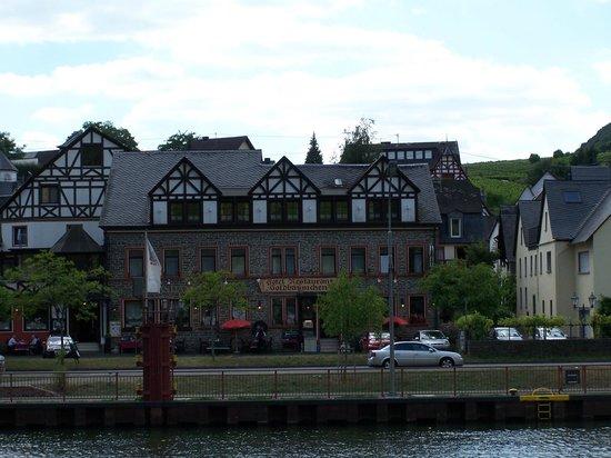 Ellenzer Goldbäumchen: Hotel aanzicht vanop de moezel