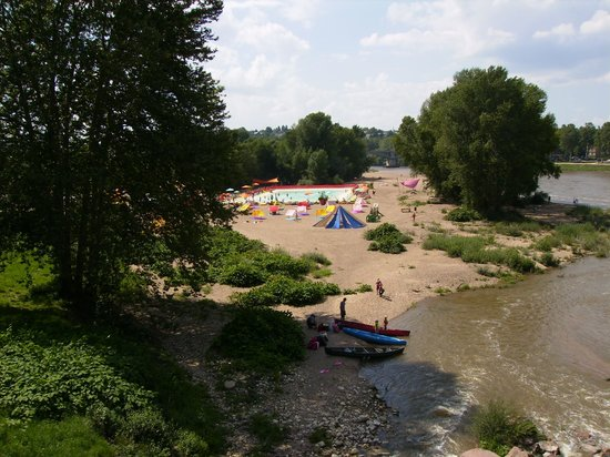 Ibis Nevers: Riverside camp