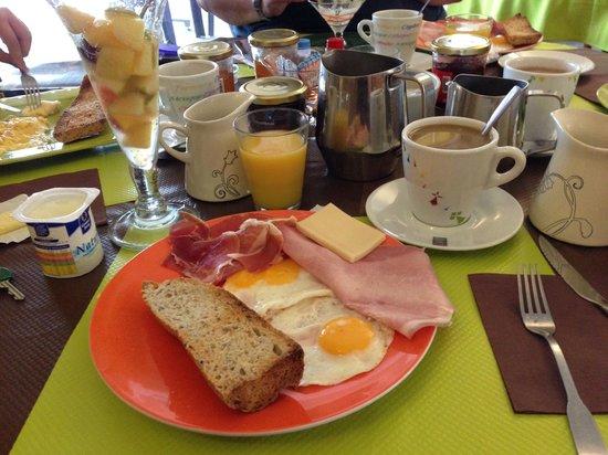 Hotel de la Baie : Breakfast