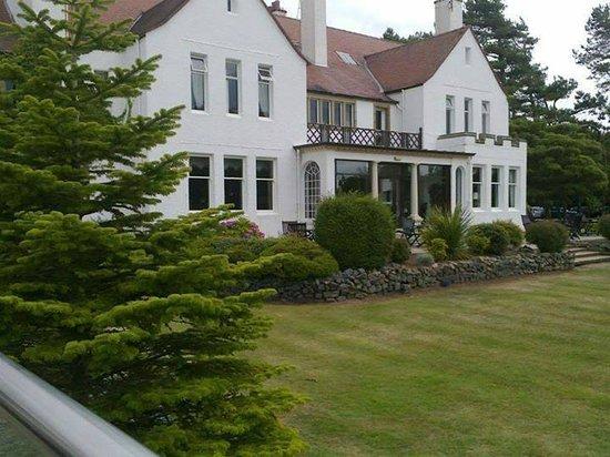 Lochgreen House Hotel: Hotel from garden terrace