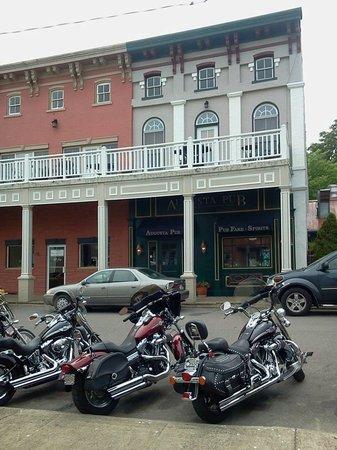Augusta Irish Pub: Located at 120 Main Street near the Ohio River!