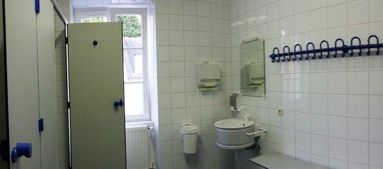 Youth Hostel Larochette : bagno