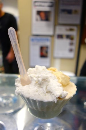 Bella Gelateria & Gelato : 3 flavors (lavender, salted caramel and hazelnut) in a cup