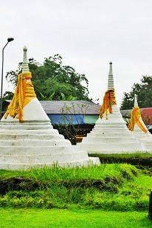 Three Pagodas Pass: Three Pagodas