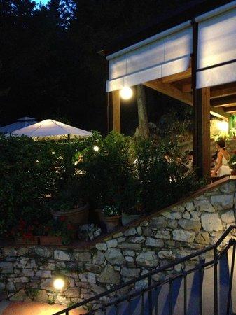 La terrazza con i tavoli all 39 aperto foto di ristorante di travalle calenzano tripadvisor - Ristorante con tavoli all aperto roma ...