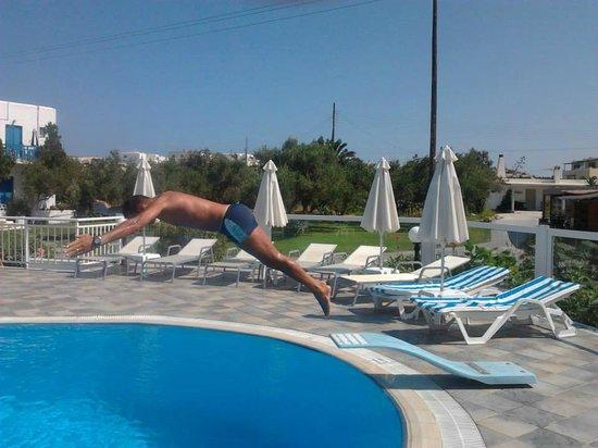 Birikos Studios: La piscina