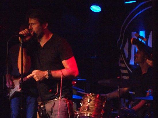 Mojo Blues Bar : rockin.......