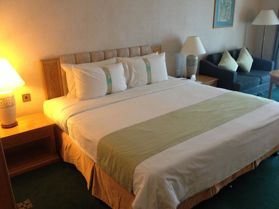 Riverside Majestic Hotel : king size bed..with 2 pillow options