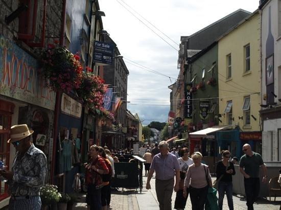 Barnacles Hostel Galway: l'auberge de jeunesse et sa rue ...