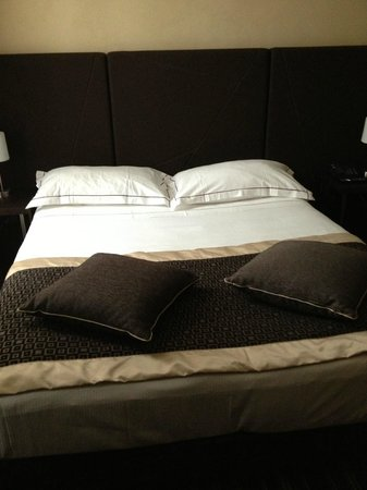 Hotel Principe di Torino : Comfortable bed