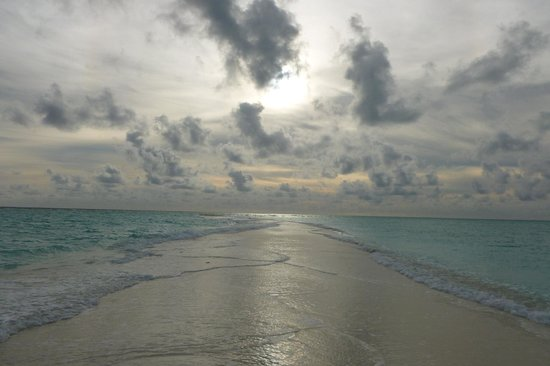 Kuramathi Island Resort : The sand spit at Kuramathi!