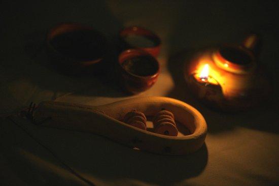 Sistrum by the lighting of the Minoan Oil Lamp Bilde av