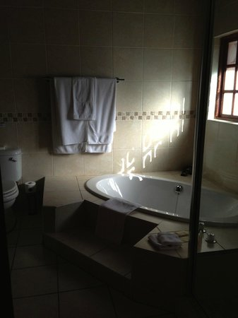 Monchique Guest House: Well Appointed Bathroom
