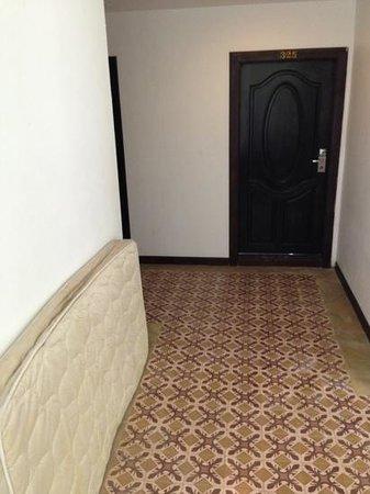 Koh Tao Regal Resort: colchones por los pasillos