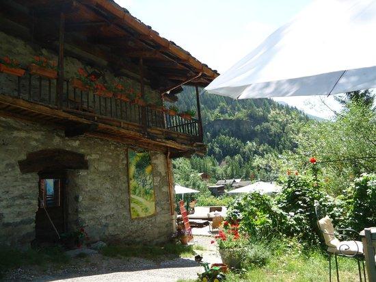 Chez Merie: vue de la terrasse