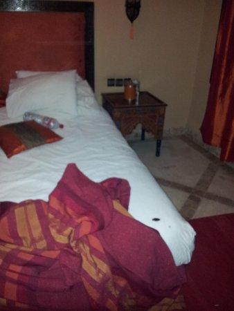 Villa Amira et SPA: un locataire indésirable dans notre lit.