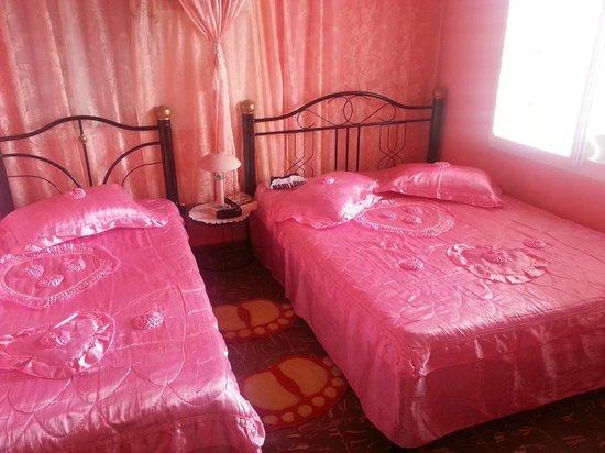 Behangpapier Slaapkamer Heytens : Roze straatkant slaapkamer foto van hostal de gloria vinales
