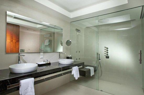 Bathroom Kings tower duplex suite bathroom - picture of hotel kings court, prague