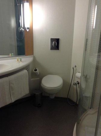 Ibis Tunis : Bathroom