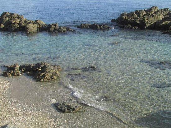Tuko Beach Resort: charlies cove