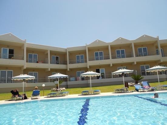 Emerald Hotel : pool