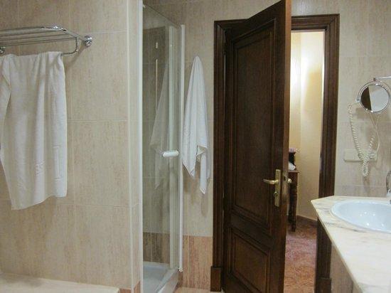 Hesperia Mallorca Villamil: Bathroom