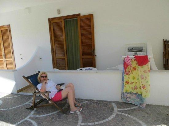 Hotel Cesotta: Вид из номера как бы балкон и часть территории.