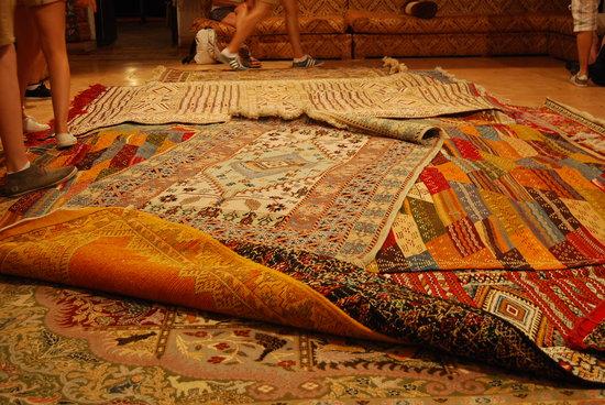 Tapis a vendre photo de dar nejjarine marrakech tripadvisor - Tapis de caoutchouc a vendre ...