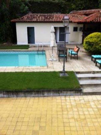 Villa Laurinda: Tuijca Suite (building by pool)
