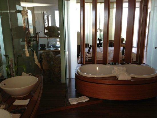 Hotel Palafitte: Salle de bains dans pavillon